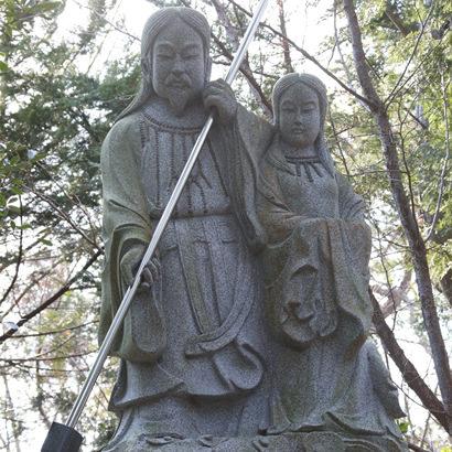 自凝神社・伊奘诺尊和伊奘冉尊二神石像